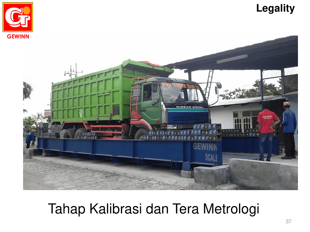 proses kalibrasi menggunakan batu timbang pada timbangan truck